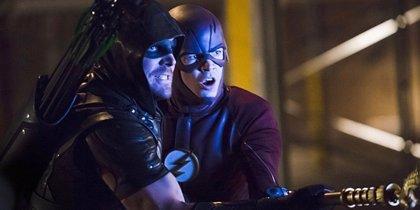 """Arrow compara el nuevo crossover con Supergirl, The Flash y Legends of Tomorrow con """"una película de 4 horas"""""""