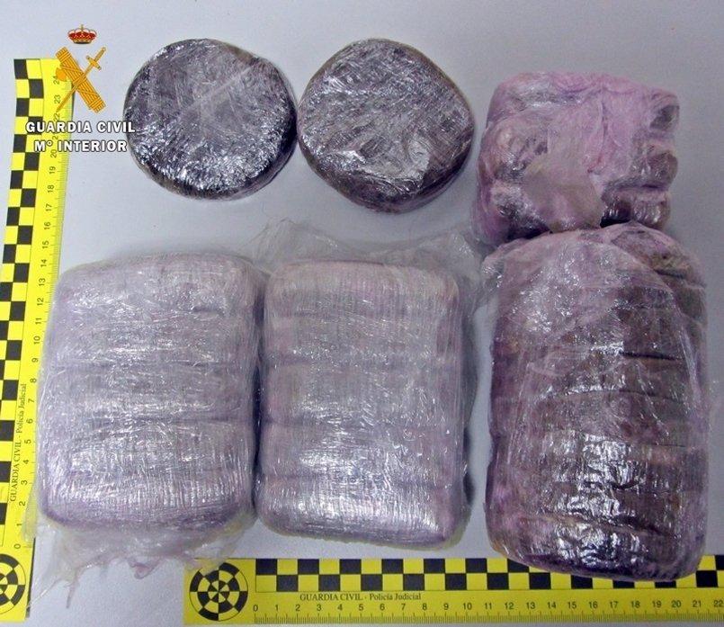 Detenidos dos vecinos de Jaraíz de la Vera cuando circulaban a la altura de Mérida con 2,2 kilos de hachís