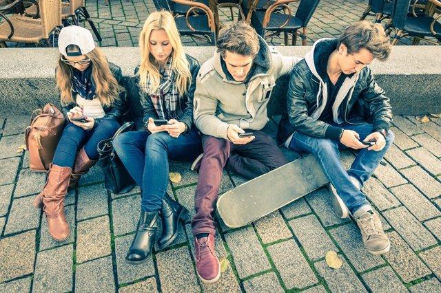 Jóvenes con nuevas tecnologías