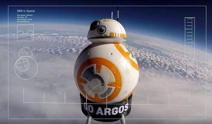 VÍDEO: BB-8 viaja al espacio en su primera misión real