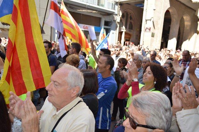 Dos Mil Personas Protestan En Lleida Por La Operación Del Referéndum De La Guard