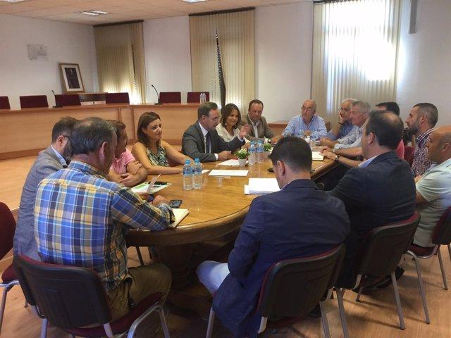 Reunión de Felipe López con alcaldes de la comarca de Cazorla.