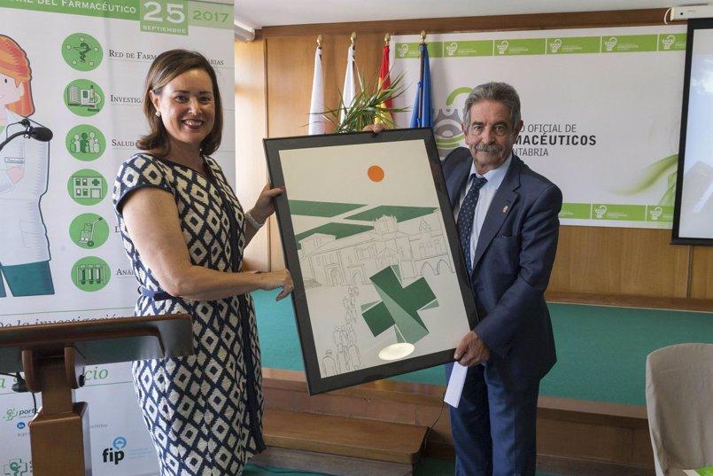 Revilla destaca el papel de los farmacéuticos cántabros en el mantenimiento del buen nivel sanitario regional