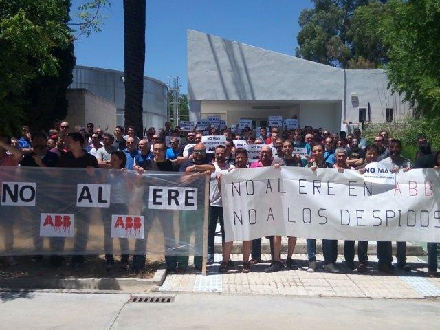Concentración de trabajadores de ABB en Córdoba contra el ERE