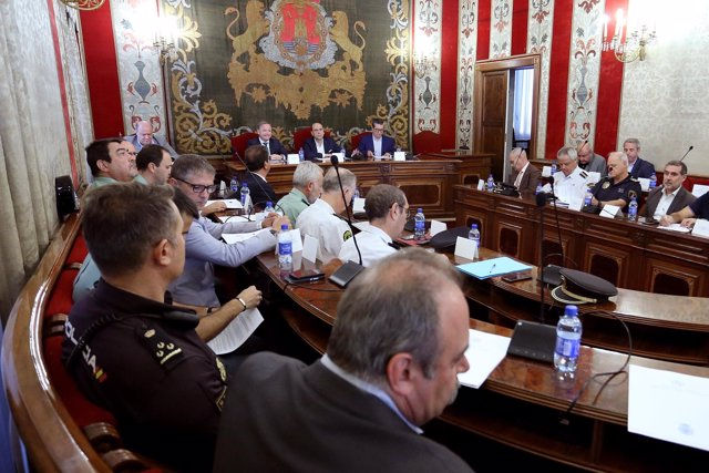 L'alcalde d'Alacant, Gabriel Echávarri, presideix  la Junta de Seguretat