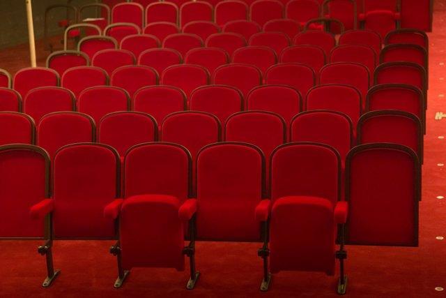 Platea del Teatro Principal con nuevas butacas rojas