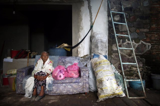 Anciana damnificada por el terremoto en México