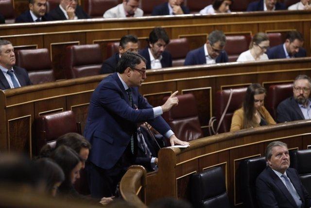 Aitor Esteban interviene desde su escaño en el Congreso