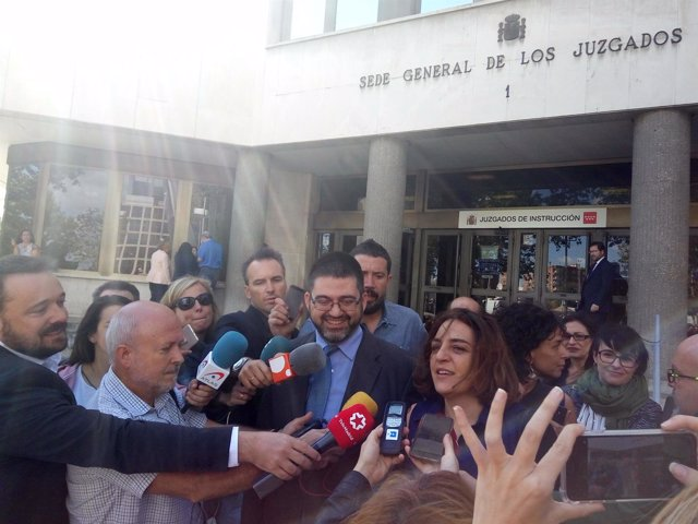Celia Mayer y Carlos Sánchez Mato, tras declarar como querellados