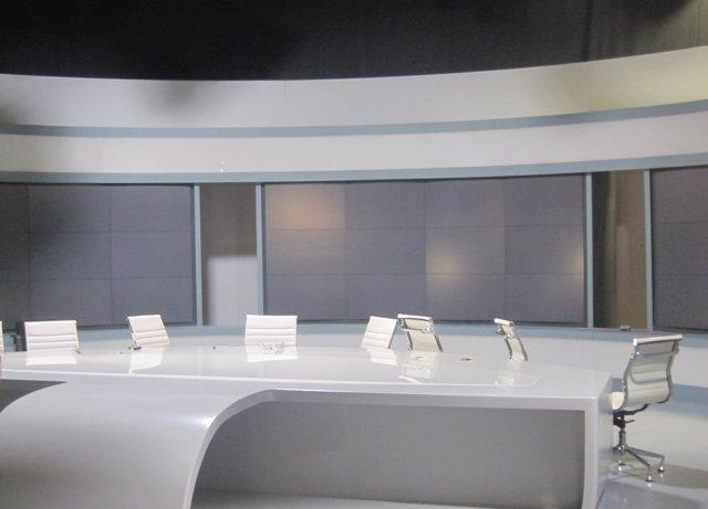 Imatge d'un dels estudis de Canal 9 buit després del tancament de RTVV
