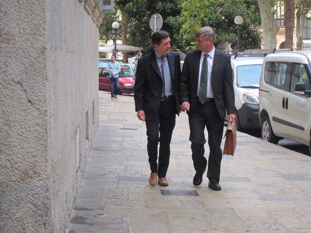 Jaume Matas y su abogado, José Zaforteza, llegando a la Audiencia