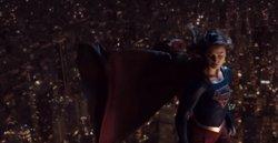 Supergirl se enfrenta a una amenaza nunca vista en el épico tráiler de la 3ª temporada (THE CW)