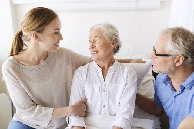 La mayoría de los abuelos prefiere vivir en su propia casa