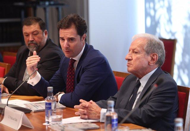 Adolfo Díaz-Ambrona, Francisco Caamaño y Pascual Sala presentan un libro