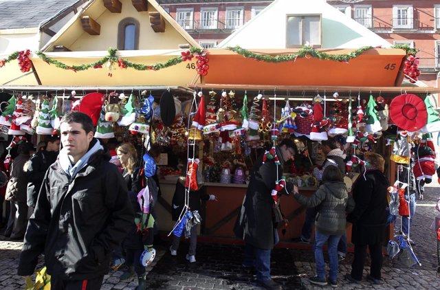 Puestos en la Plaza Mayor de Madrid en Navidad