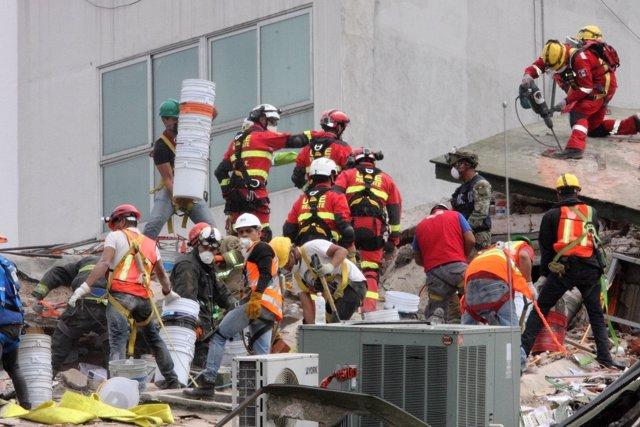 La UME detecta varios cuerpos en un edificio afectado por el terremoto en México