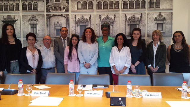 La pta.De la Diputación de Bcn M.Conesa con defensores de los Derechos Humanos