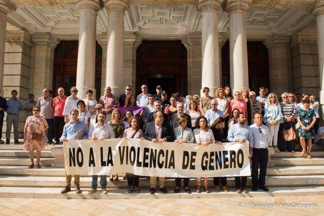 Concentración en repulsa por el crimen machista en Cartagena