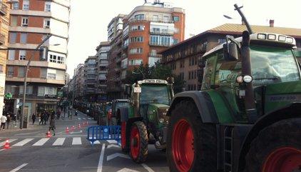 Payeses catalanes aparcarán sus tractores ante colegios electorales para velar las urnas