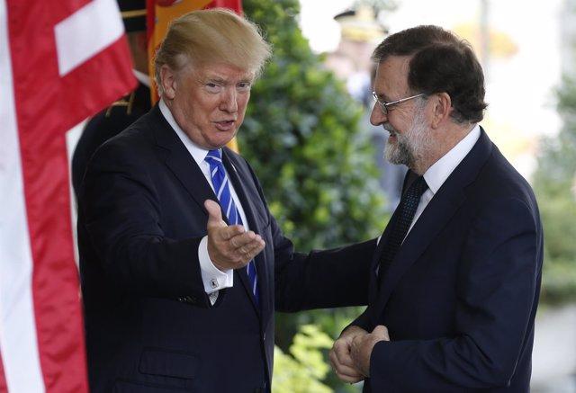 Trump saluda a Rajoy en la Casa Blanca