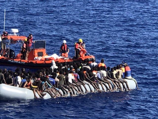 Rescate en el Mediterráneo de la ONG alemana Mission Lifeline