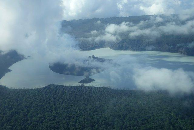 Imagen aérea del volcán Manaro Voui en Vanuatu.