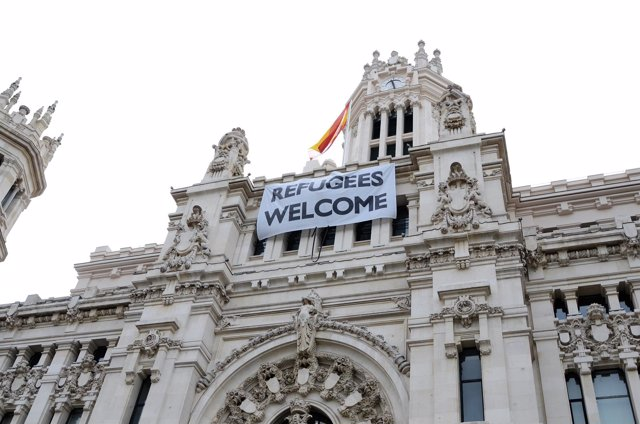 Ayuntamiento de Madrid. Cartel de Bienvenidos Refugiados