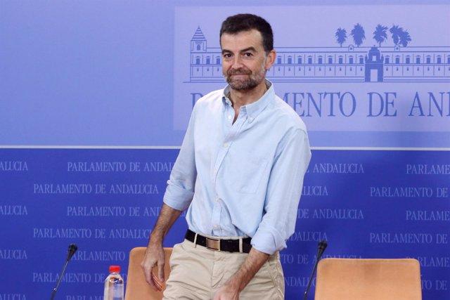 Antonio Maíllo, este miércoles en rueda de prensa en el Parlamento andaluz