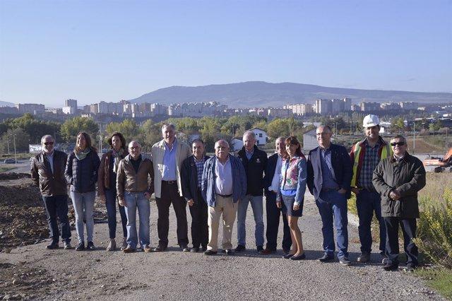 Visita de los representantes del Ayuntamiento a la parcela del antiguo matadero