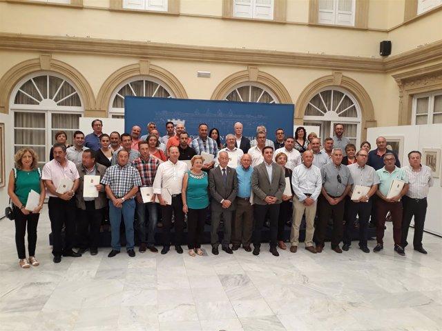 Representantes de municipios que han recibido este miércoles sus subvenciones.