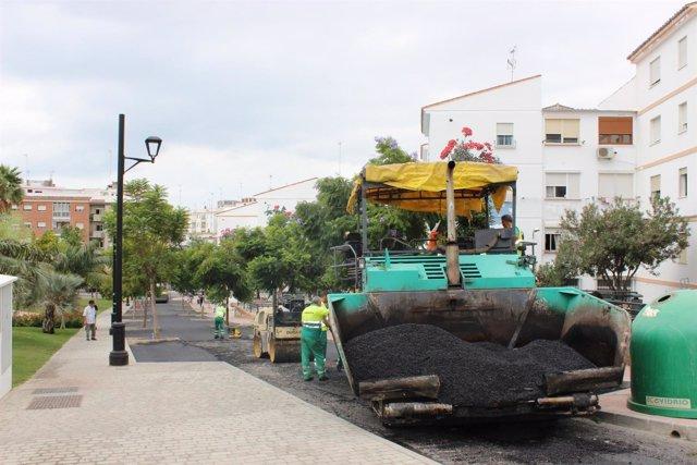 Estepona calles arreglo asfaltar asfaltado máquina grava vías obras