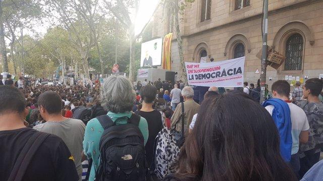 Julian Assange en un acto de Universitats per la República