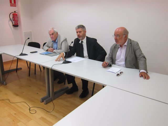 El exeurodiputado E.Maragall, el abogado A.V.Den Eyne y  J.M.Terricabras