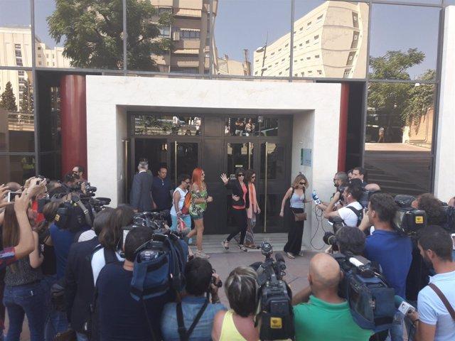 Juana Rivas a su salida de los juzgados de Granada el pasado septiembre