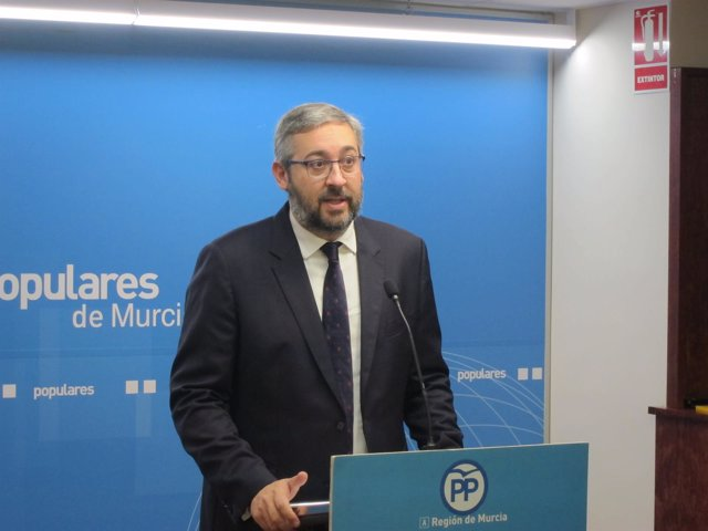 El Portavoz Del PP De La Región De Murcia, Víctor Martínez