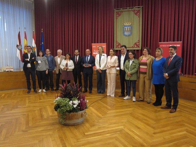 Doña Elena, con Gamarra y los demás participantes en la entrega