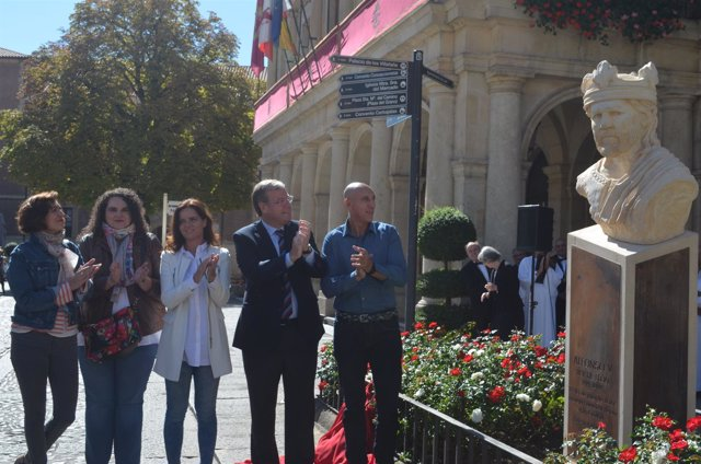 León:  Silván en la inauguración del busto