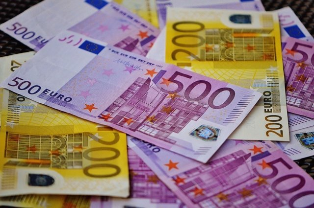 Billetes de 500 y 200 euros