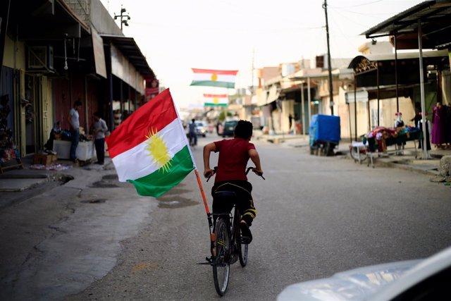 Bandera del Kurdistán en Tuz Jurmato