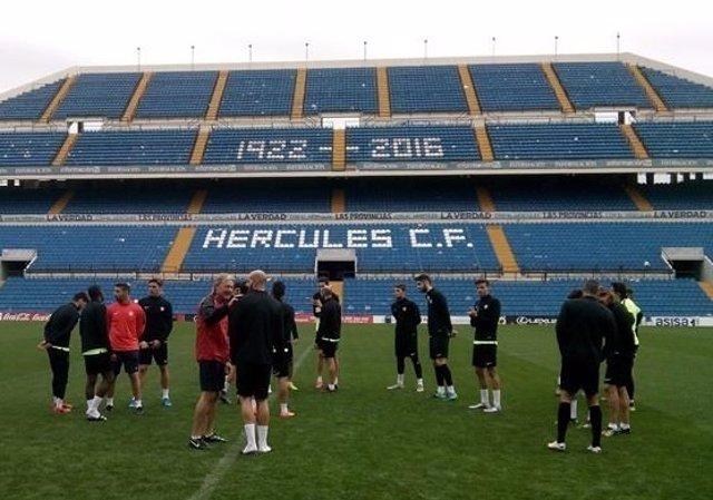 Jugadores del Hércules en el Estadio Rico Pérez, imagen de archivo