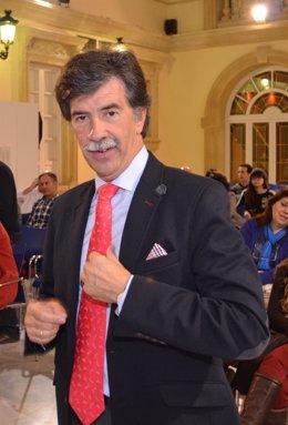 El experto en menores Javier Urra será el encargado de dar la conferencia.