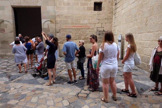 Colas en el Museo Picasso Málaga día mundial del turismo 2017 turistas viajeros
