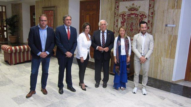 Representantes del grupo con el Alto Comisionado