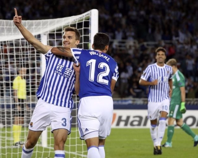 Diego Llorente, de la Real Sociedad, celebra un gol en Liga Europa