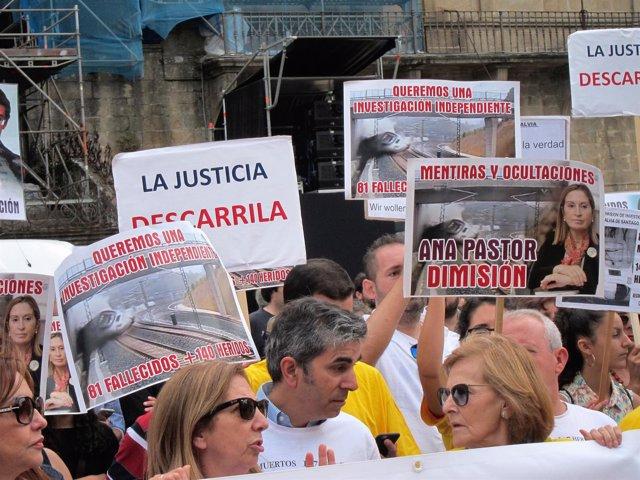 Víctimas del accidente, concentrados en julio de 2017 en el Obradoiro