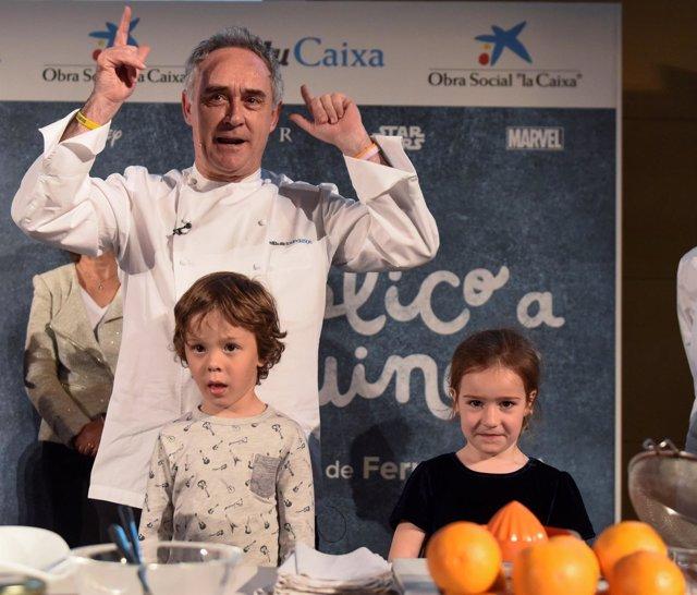 Ferran Adrià en un acto con niños en el Oceanogràfic de València