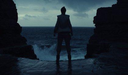 Filtrada una espectacular escena submarina de Star Wars: Los últimos jedi con Rey contra un monstruo colosal