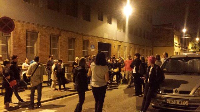 Ciudadanos se acercan a un colegio de Gràcia para celebrar el 1-O