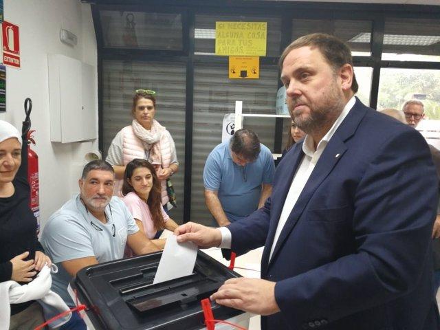 El vicepte.Oriol Junqueras vota en el referéndum del 1-O