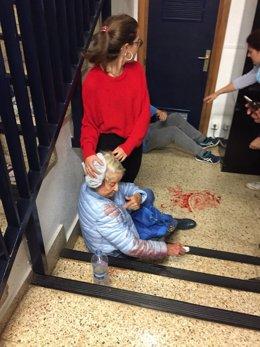 Mujer herida por la entrada de la Policía Nacional en un colegio de Barcelona